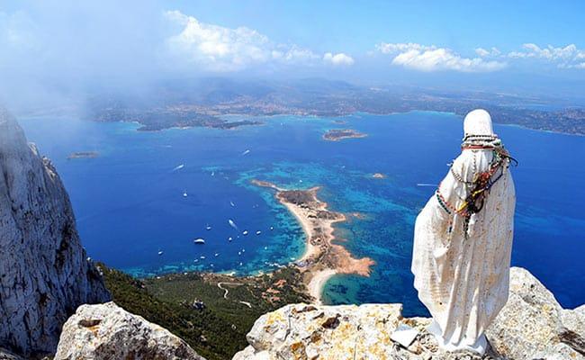 best_beaches_near_san_teodoro_tavolara_island_from_the_top