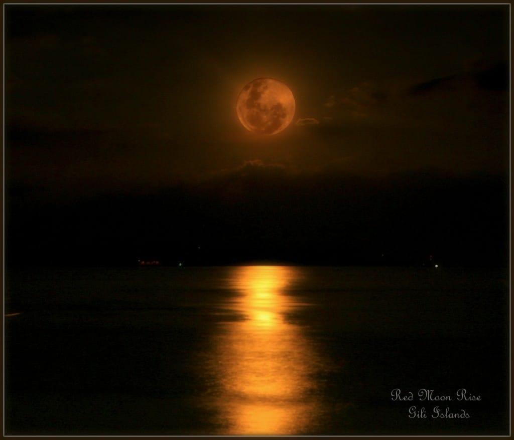 Moon rise at the Gilis