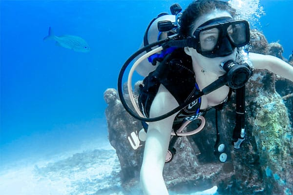 Clelia_Mattana_scuba_diving_Cancun_underwater_museum_MUSA_mexico_holidays