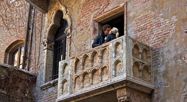 romance-verona-italy-7861-654359
