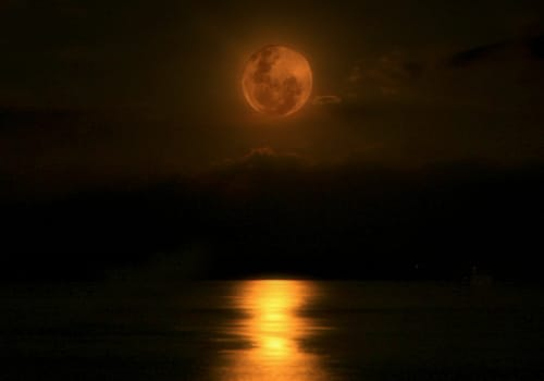 indonesia_shot_canon_550_moonrise