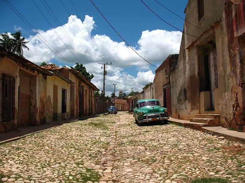 STREET-IN-TRINIDAD-CUBA-VINTAGE-CAR