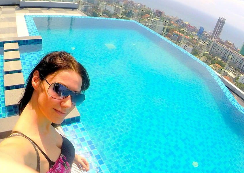 CLELIA_SRI_LANKA_CINNAMON_RED_COLOMBO_roof_top_pool