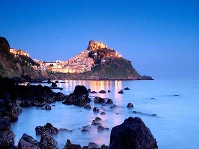 castelsardo-by-night--village-sardinia-where-to-go-and-where-to-stay-in-north-sardinia-holidays