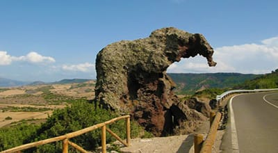 Castelsardo_la_roccia_dell__elefante-elephant-rock-things-to-see-in-sardinia-castelsardo