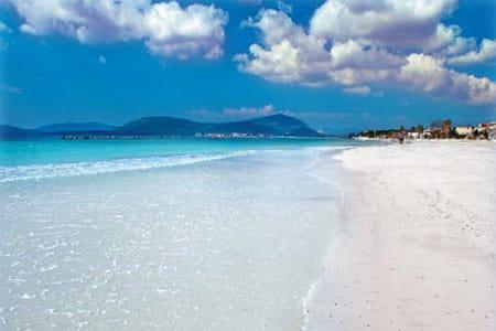 Spiaggia-Le-Bombarde-beach-alghero-sardinia-holidays