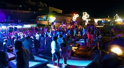 costa-smeralda-nightlife-porto-cervo-sardinia-holidays