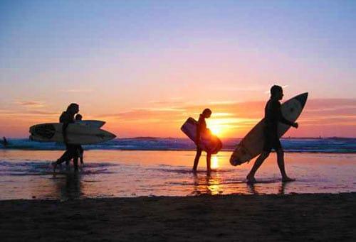 surfing-in-woolacombe-beach-devon-uk