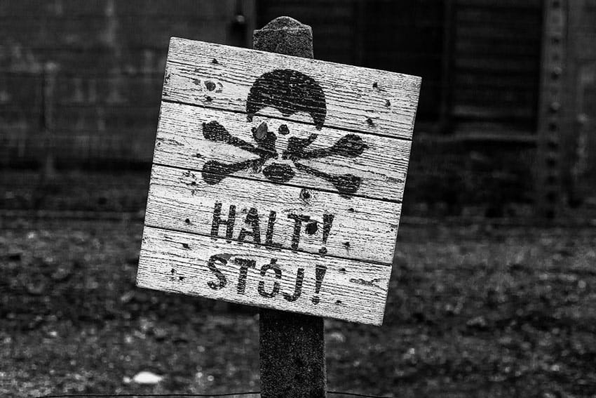 Auschwitz-dark-tourism-electric-fences-sign