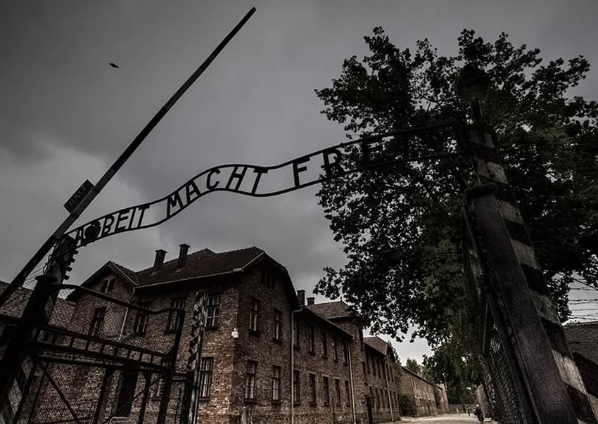 visiting_Aushwitz_birkenau_entrance_sign_arbeit_macht_frei_concetration_camps_holocaust