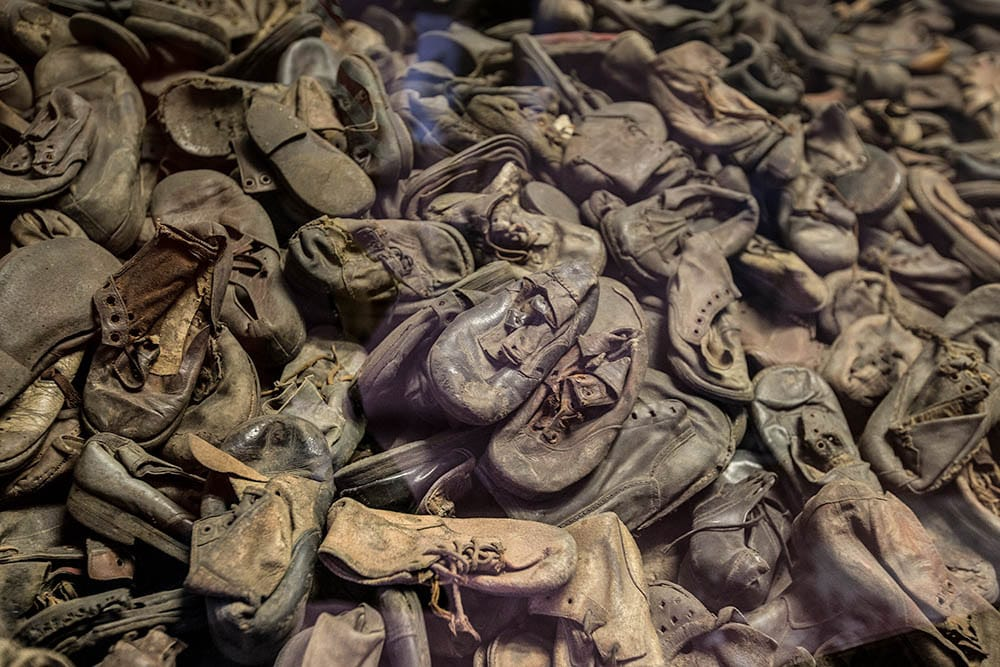 visit_Auschwitz_Birkenau_concentration_camps_holocaust_images_prisoners_belongings_shoes