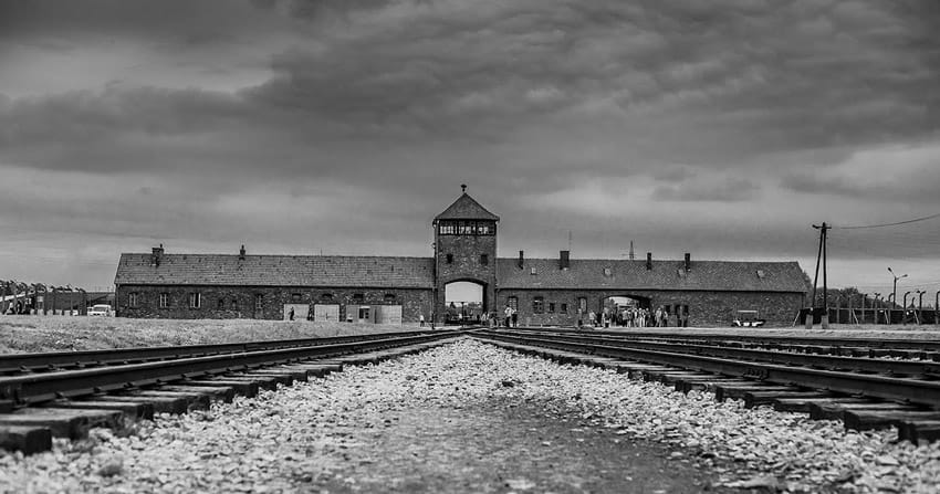 visit_Auschwitz_Birkenau_concentration_camps_holocaust_images_Birkenau_entrance_death_gate