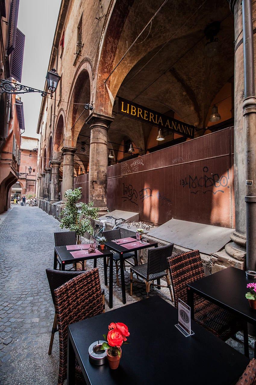 bologna-street-restaurant-emilia-romagna