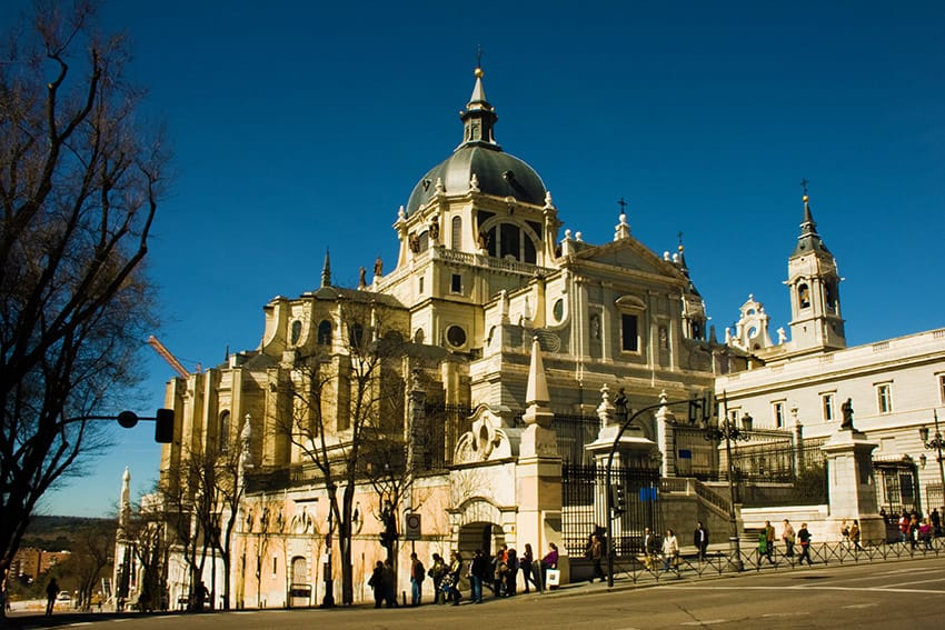 Madrid_Spain_top_things_to_do_Catedral_de_la_Almudena_(Madrid)