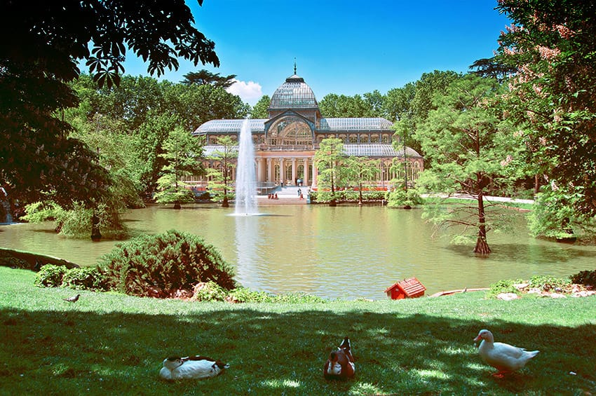 madrid_things_to_do_spain_retiro_park_Vista_Palacio_de_Cristal_en_Parque_del_Buen_Retiro_de_Madrid