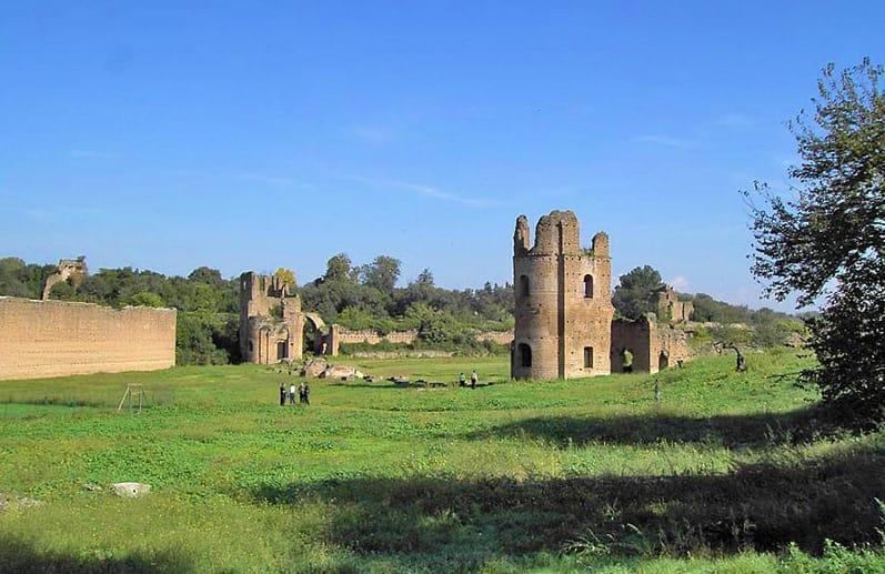 Roma_Appia_Antica_Circo_di_Massenzio_Torri