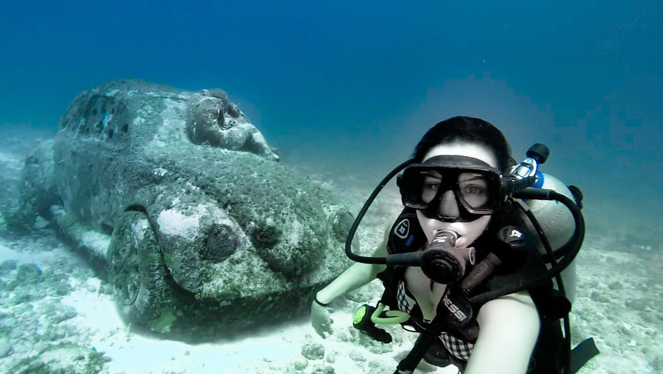 underwater_museum_cancun_mexico_scuba_diving_car