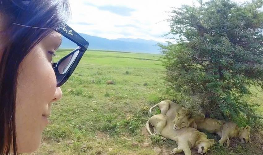 cle_selfie_with_lions_tanzania_ngorongoro_africa