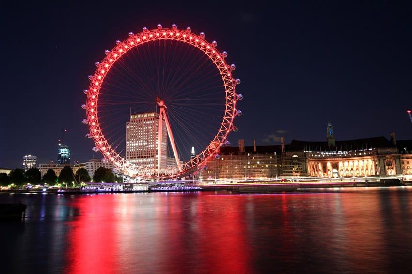 london-eye-at-night-UK_cruises_with_teenagers_holidays