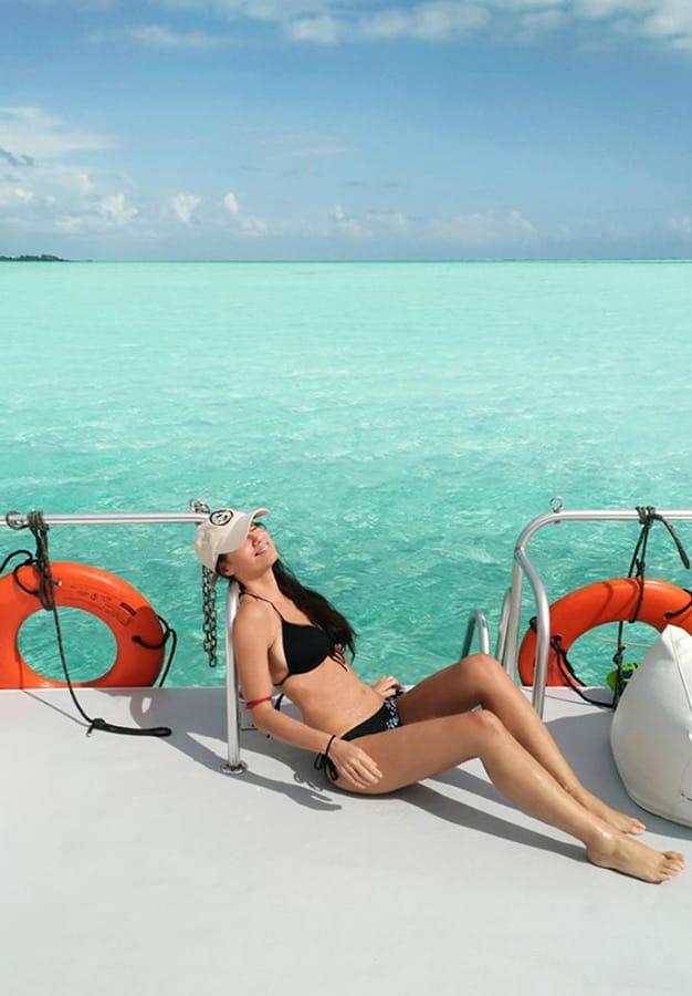 Belize_best_snorkeling_tours_boat_catamaran_YOLO_tours_clelia_mattana