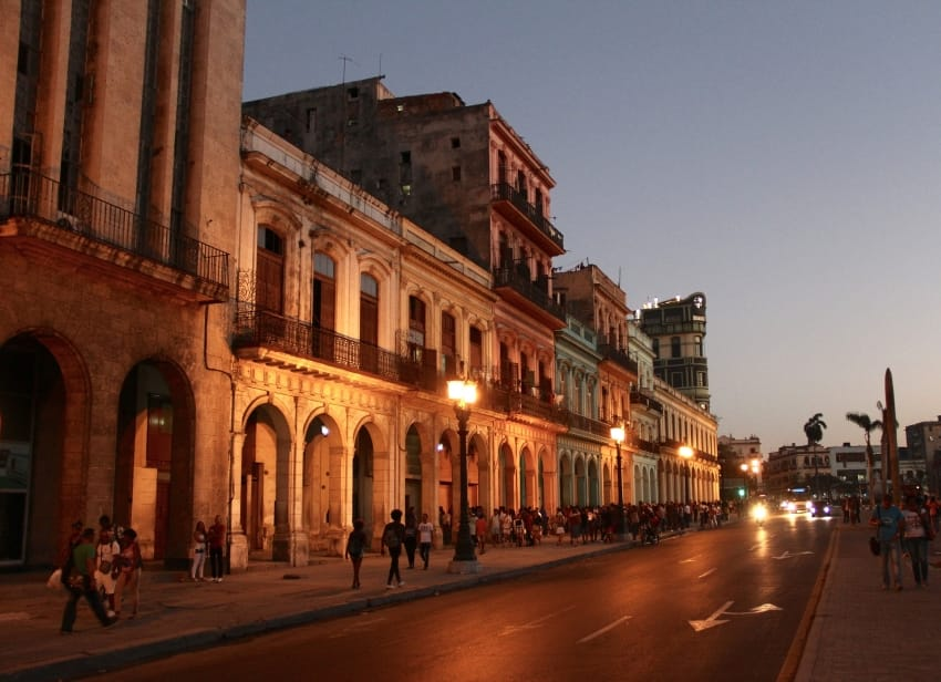 Cuba_one_week_itinerary_holidays_Habana_Vieja_Evening