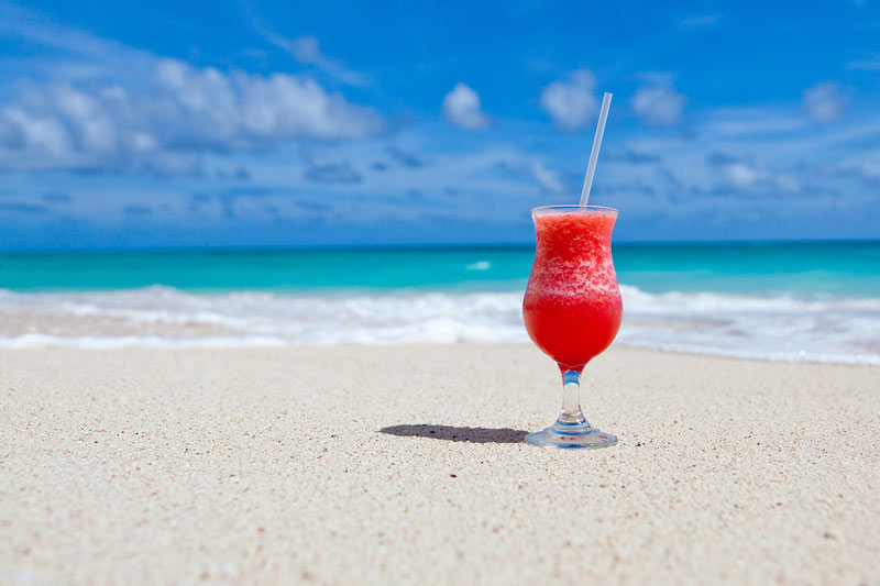 beach_holidays_planning_tips_for_relaxing_drinks