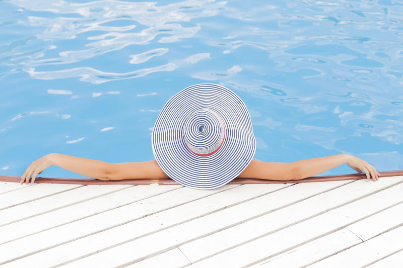 relaxing_holiday_planning_swimming-pool