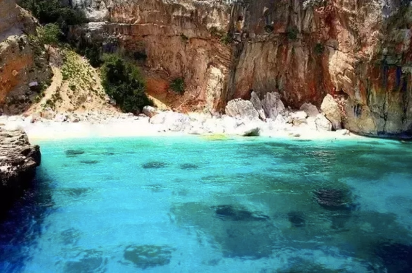 sardinia_best-things-to-do-hotels-cala-mariolu-cala-gonone-activities-accommodation