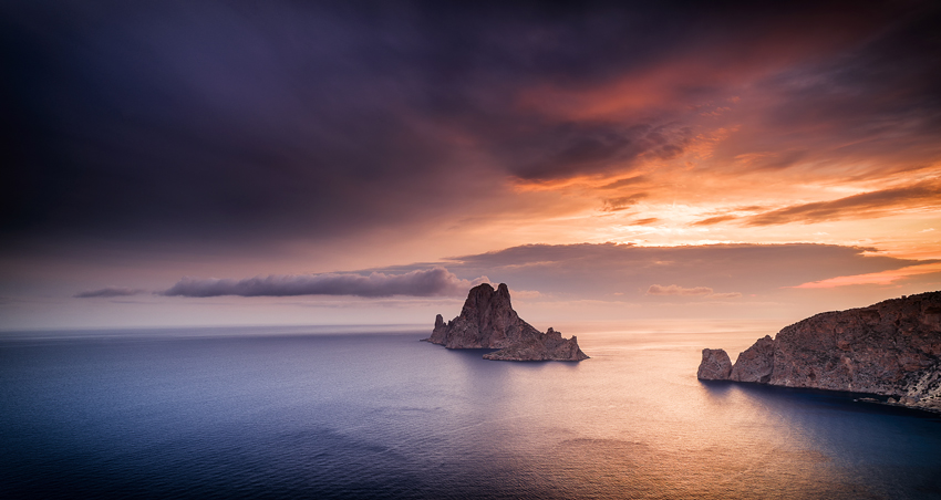 Ibiza-beaches-Es-Vedra-Es-Vedranell-islands-at-sunset-with-beautiful-sky-from-Cala-Llentrisca-Ibiza