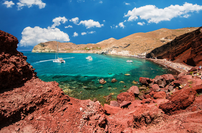 Red-beach.-Santorini,-Cycladic-Islands,-Greece.-Beautiful-summer-landscape-with-one-of-the-most-famous-beaches-in-the-world