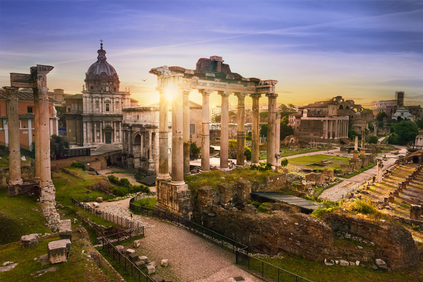 Italy-Road-trip-Roman-Forum.-Image-of-Roman-Forum-in-Rome,-Italy-during-sunrise.