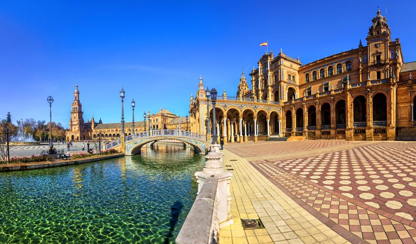 Seville-Plaza-Espana-on-sunny-day.-Seville-(Sevilla),-Andalusia,-Southern-Spain