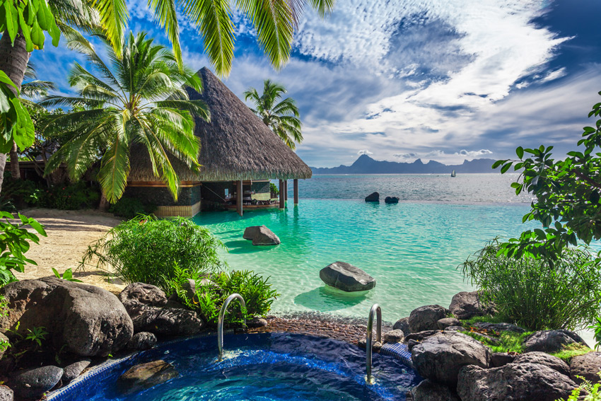 THAITI-Large-outdoor-jacuzzi-and-infinity-pool-over-tropical-ocean,-Tahiti-resort