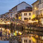 Italia-ROAD-TRIP-Milano-Ponte-across-il-Naviglio-Grande-Canal-a-la-sera-in-Milano-Italia