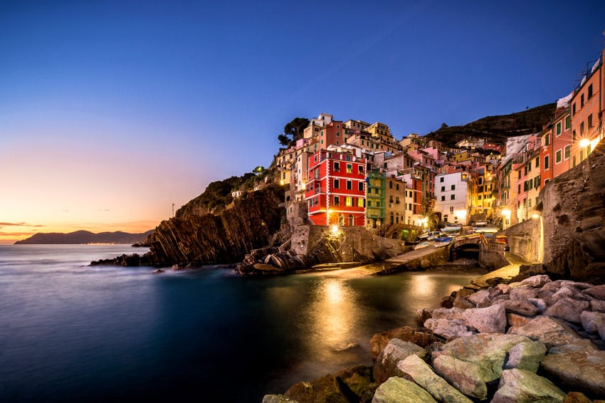RIOMAGGIORE-Cinque-Terre-View-on-the-colorful-houses-along-the-coastline-of-Cinque-Terre-area-in-Riomaggiore-liguria-la-spezia