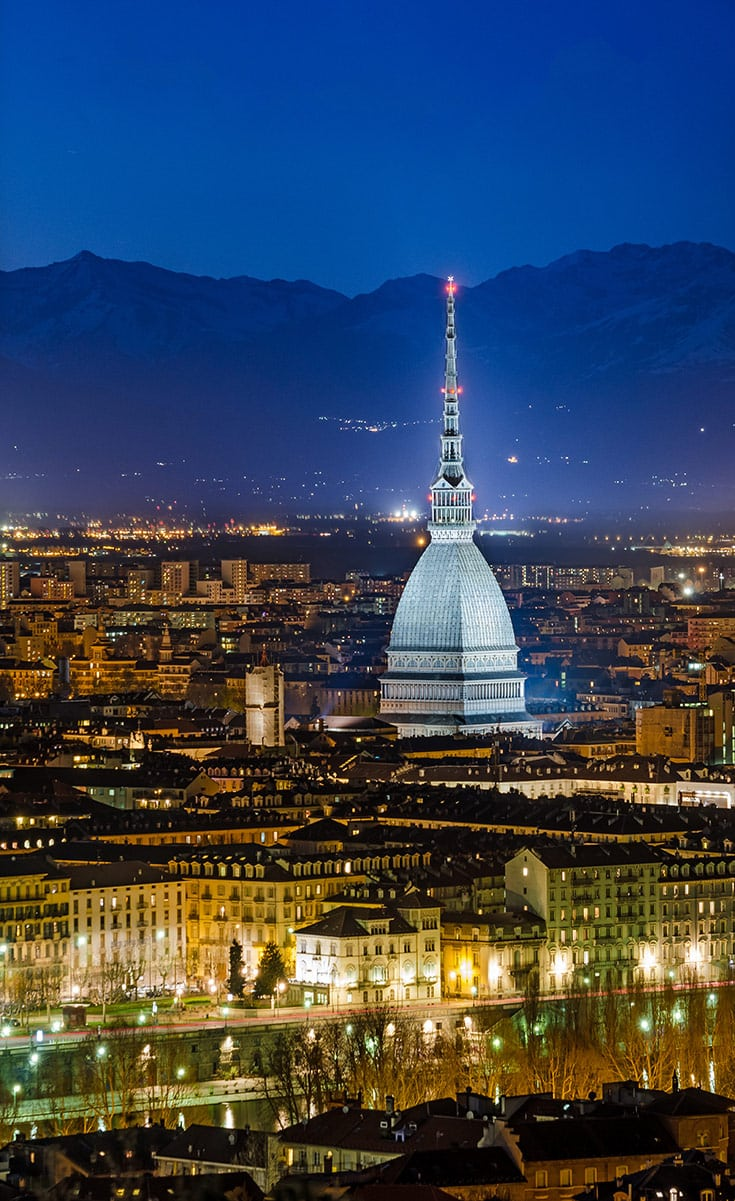ITALY-ROAD-TRIP-Turin-(Torino)-night-panorama-with-the-Mole-Antonelliana-and-Alps