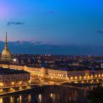 LUOGHI da visitare-durante-inverno-Italia-ROAD-TRIP-Torino-Skyline-al-crepuscolo-Torino-Italia-panorama-paesaggio urbano-con-la-Mole-Antonelliana-over-the-City