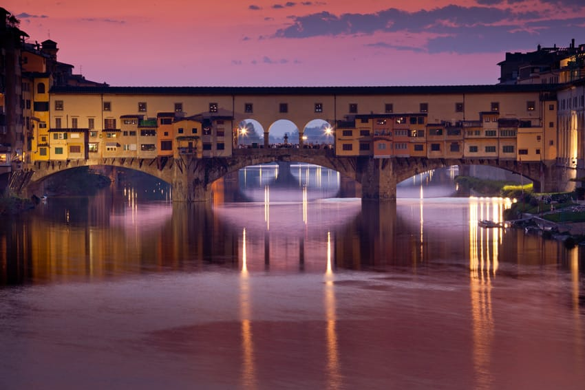 Italy-road-trip-Florence-Tuscany-Panoramic-view-of-the-Ponte-Vecchio-on-a-clear-night