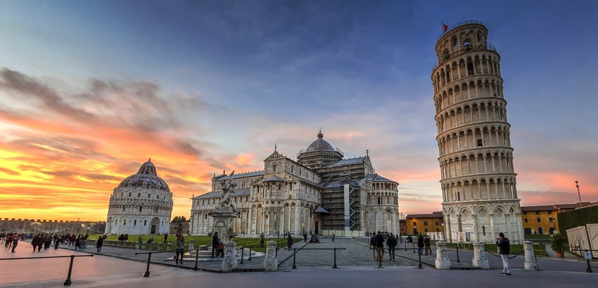 Italy-road-trip-Piazza-dei-Miracoli-Pisa-things-to-do-and-see