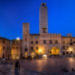 Italia-strada-viaggio-Toscana-piazza-principale-con-torri-San-Gimignano-cose da fare-e-vedere