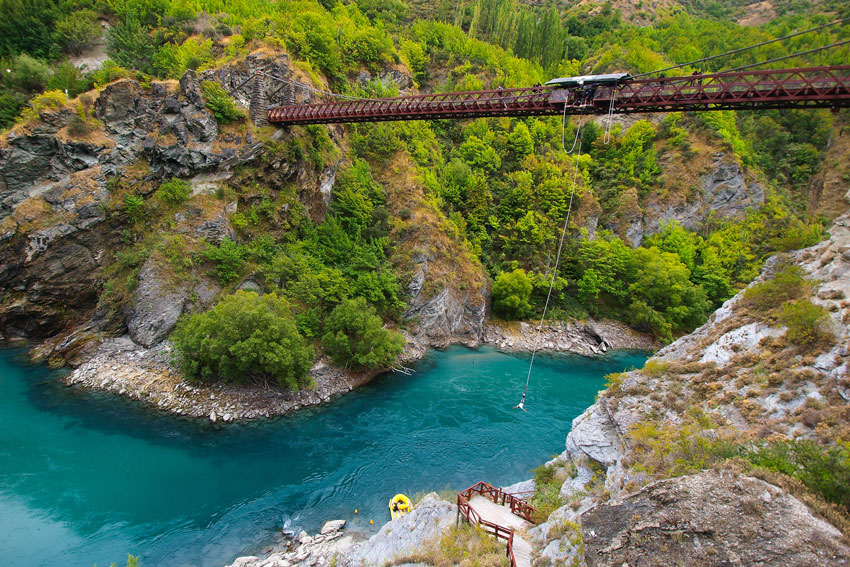 THINGS-TO-DO-IN-NEW-ZEALAND-Kawarau-Bridge-Queenstown-Commercial-Bungy-Jumping-was-born-here-in-1988