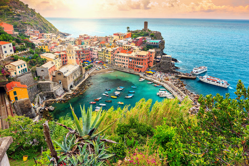 Italy-road-trip-vernazza-village-and-ocean-coast-in-Cinque-Terre-Italy