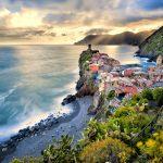 Italia-Road-Trip-Cinque-Terre-Liguria-La-Spezia-villaggio-di-Vernazza-Italia