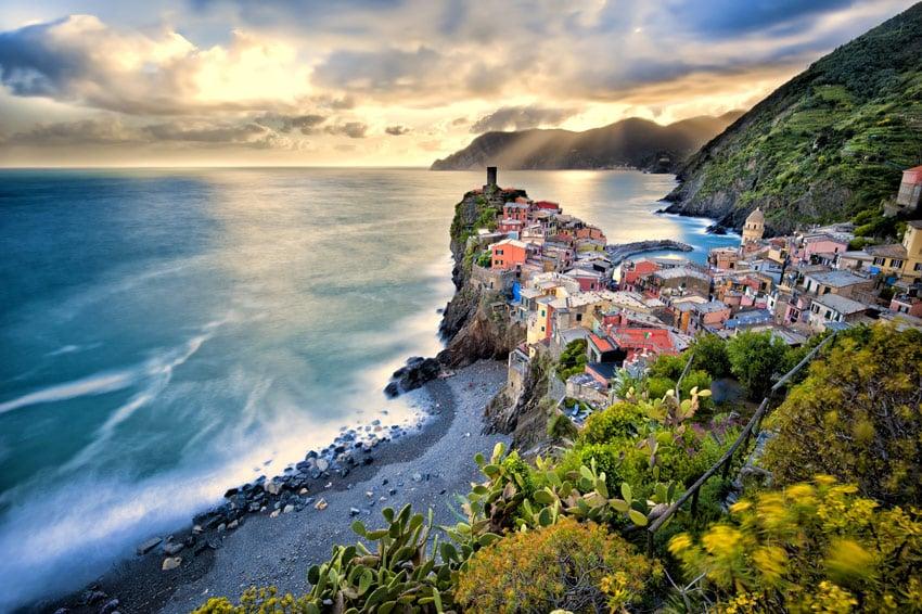italy-road-trip-cinque-terre-liguria-la-spezia-village-of-Vernazza-italy