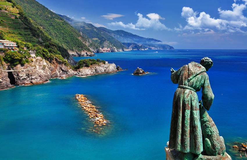 Monterosso-Cinque-terre-ITALY-VACATION-GUIDE