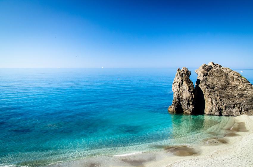 beach-of-cinque-terre-monterosso-liguria-italy