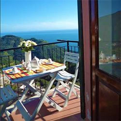 cinque-terre-best-hotels-in-vernazza-with-sea-view