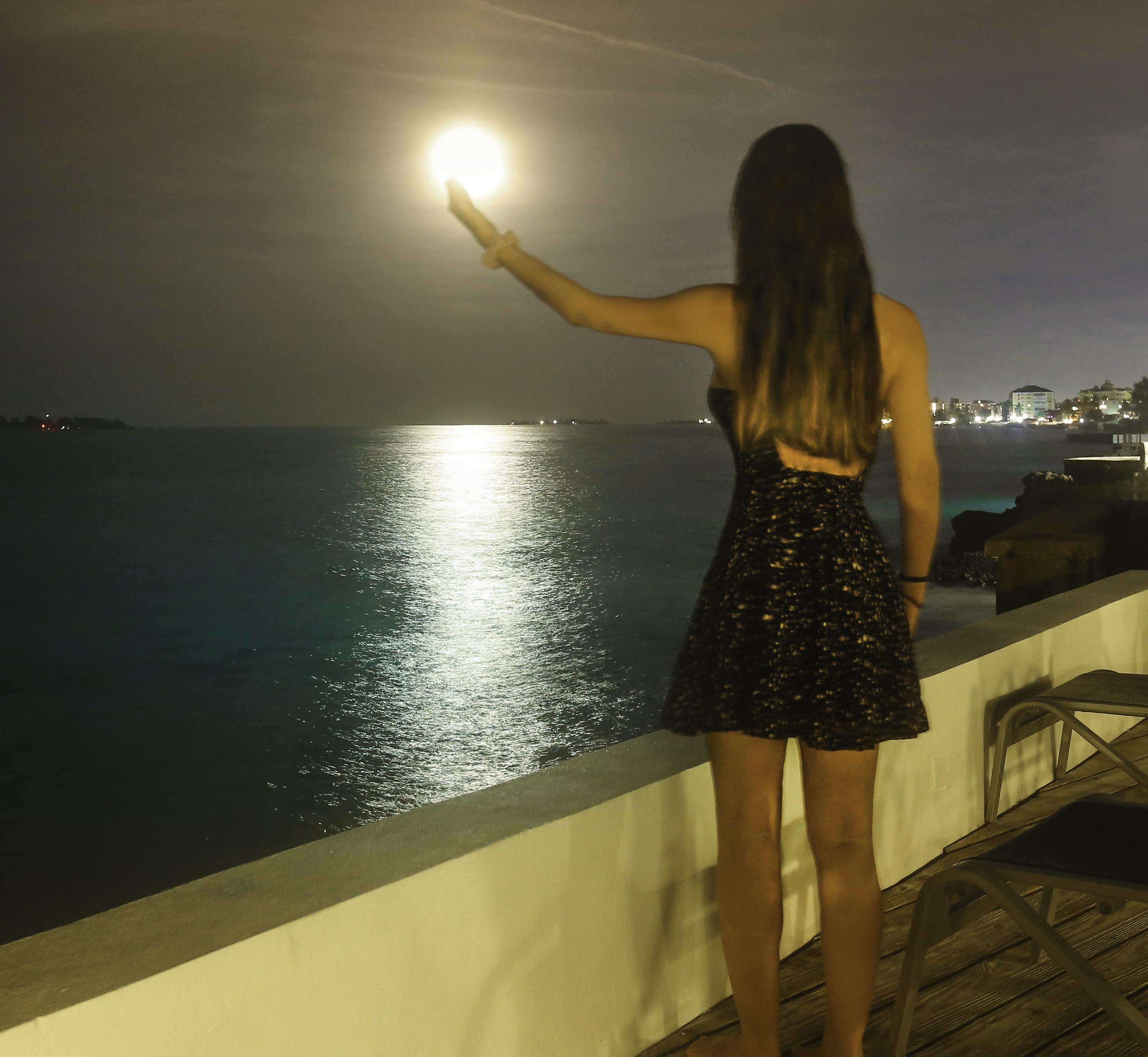 Bahamas-Nassau-Moonrise