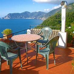 corniglia-cinque-terre-italy-best-hotels-and-apartments