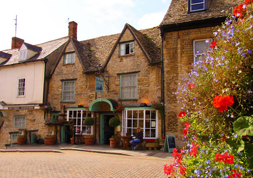 Woodstock_Holidays-In-the-Cotswolds-Best_villages_towns